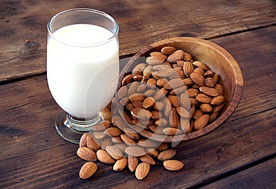 almond-milk-glass-almonds-30303294